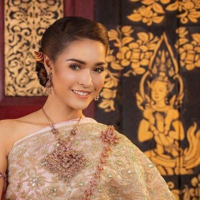 THAI WEDDING DRESS ( The sbai in Thai dress) | THAILAND 🇹🇭