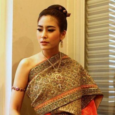 Sbai Thai dress: Thailand's wedding costume. ชุดไทยใครใส่ก็สง่า