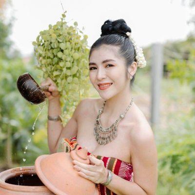 ชุดพื้นบ้านอีสาน Traditional Costume in Northeastern | THAILAND 🇹🇭