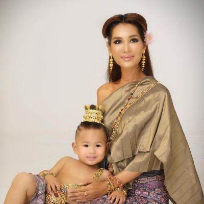 Thai Traditional Dress: ผ้าลายอย่าง | THAILAND 🇹🇭