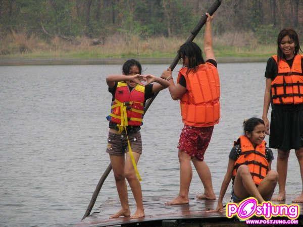 เล่นน้ำกับเพื่อน ๆ หนุกหนานมากมาย