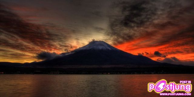 ภูเขาฟูจิขณะพระอาทิตย์ตกดิน fด้านYamanaka