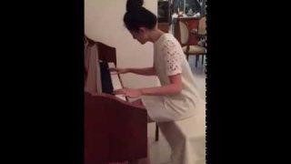 สวยและเก่งมากเล่นเปียโนเพราะสุดๆ