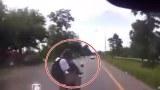 คลิปอุบัติเหตุ! รถชนกระเด็น!! 2นักเรียนพิษณุโลกพิทยาคม Accident Student car crash