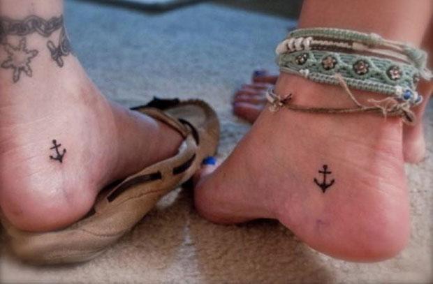 รอยสักรูปสมอเรือ ที่ข้อเท้า